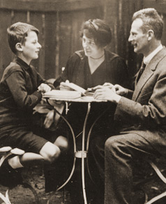 photograph of Hans Bethe at age 12 with his parents